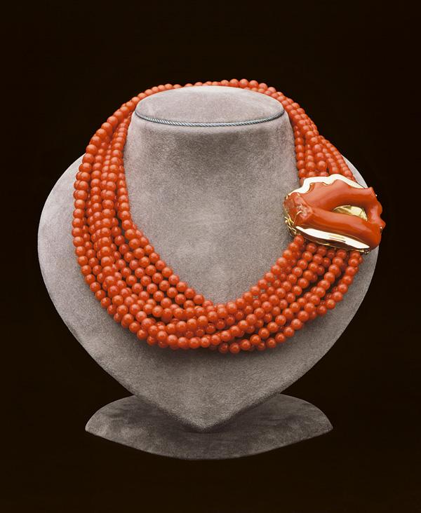 ...(Торре-дель-Греко, Италия) вы можете полюбоваться античными драгоценностями, такими как многонитевые ожерелья.